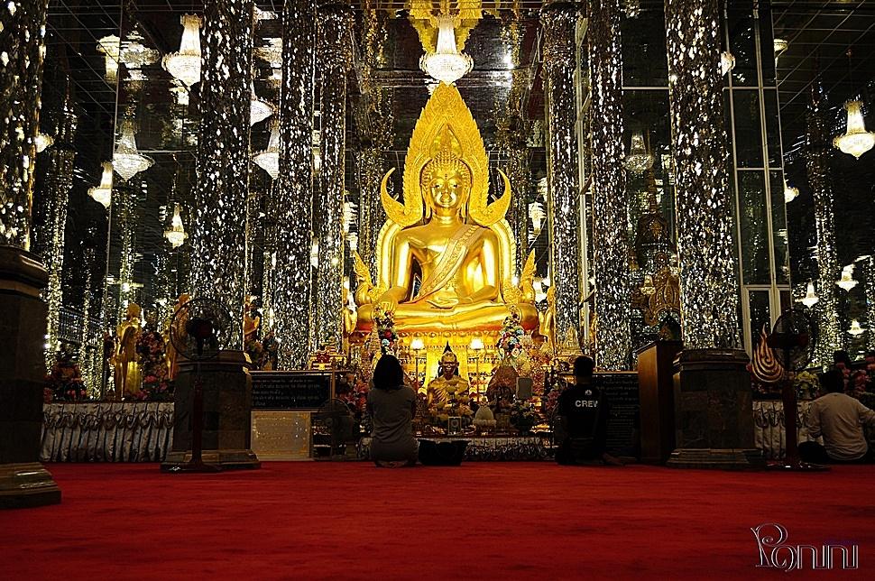 พระพุทธชินราช วิหารแก้ว 100 เมตร