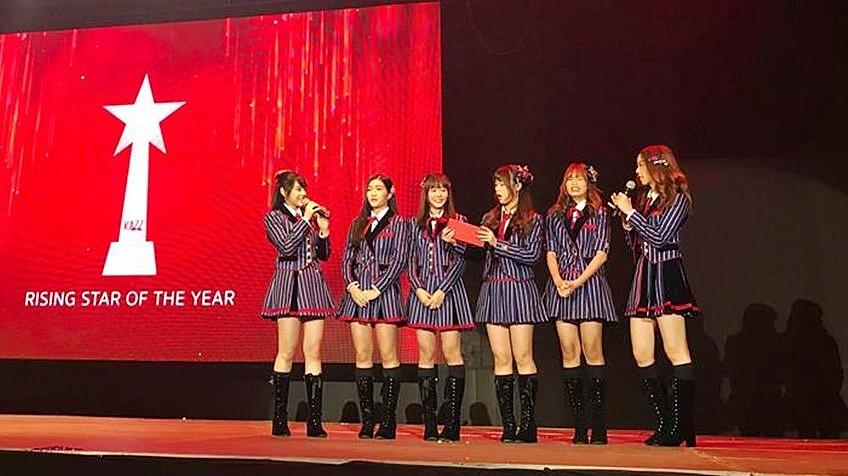 Kazz Awards 2018 สาขา รางวัลศิลปินหน้าใหม่มาแรง (Rising) : BNK48