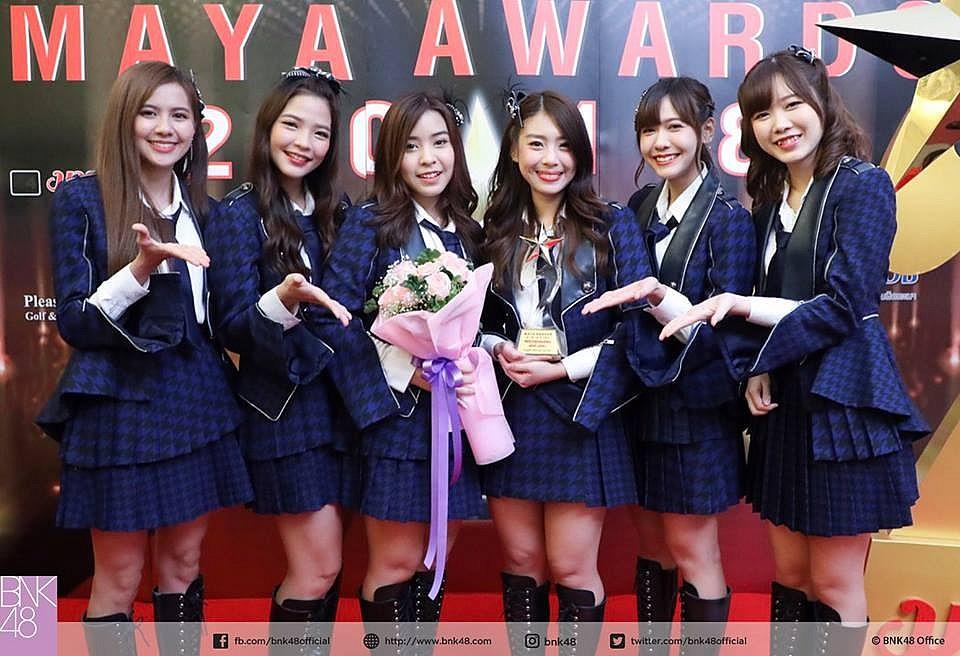 MAYA AWARDS (มายามหาชน) 2018 รางวัลศิลปินกลุ่มยอดนิยม ได้แก่ BNK48
